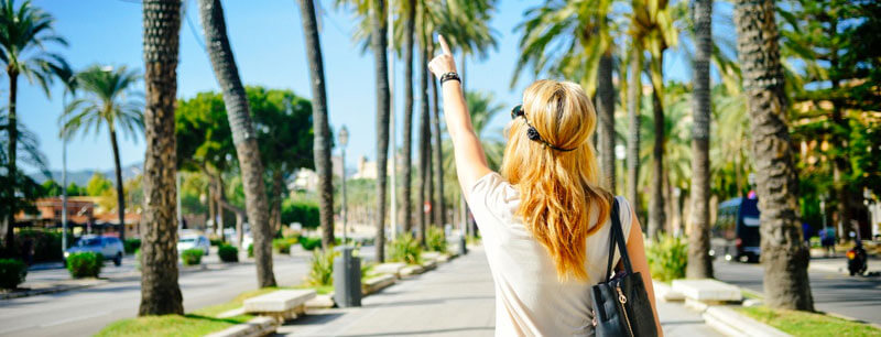 The healthiest habits for your next vacations - stroll the destination