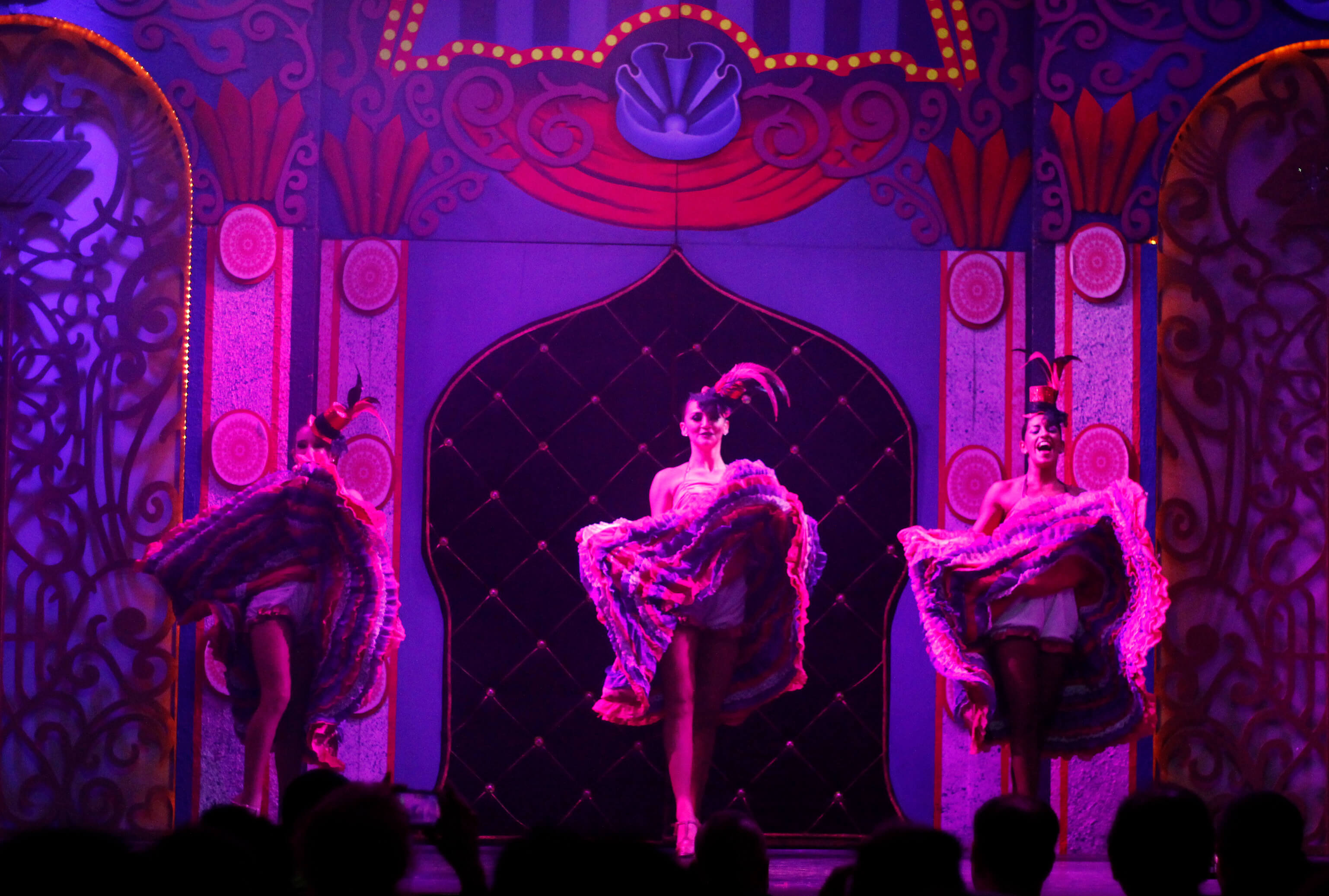 moulin rouge night show at royal solaris cancun